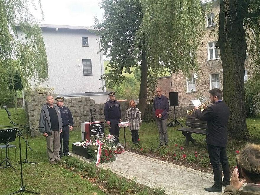 """REGION, Boguszów-Gorce: Pomnik """"Paprzycy"""" Niwińskiego"""