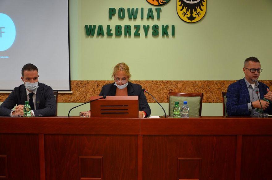 powiat wałbrzyski: Nowy tytuł