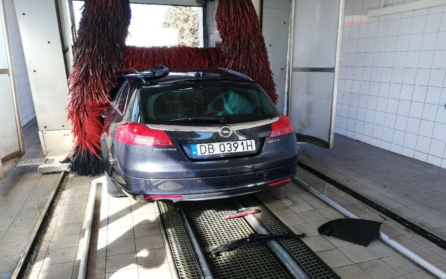 Wałbrzych: Zniszczony samochód