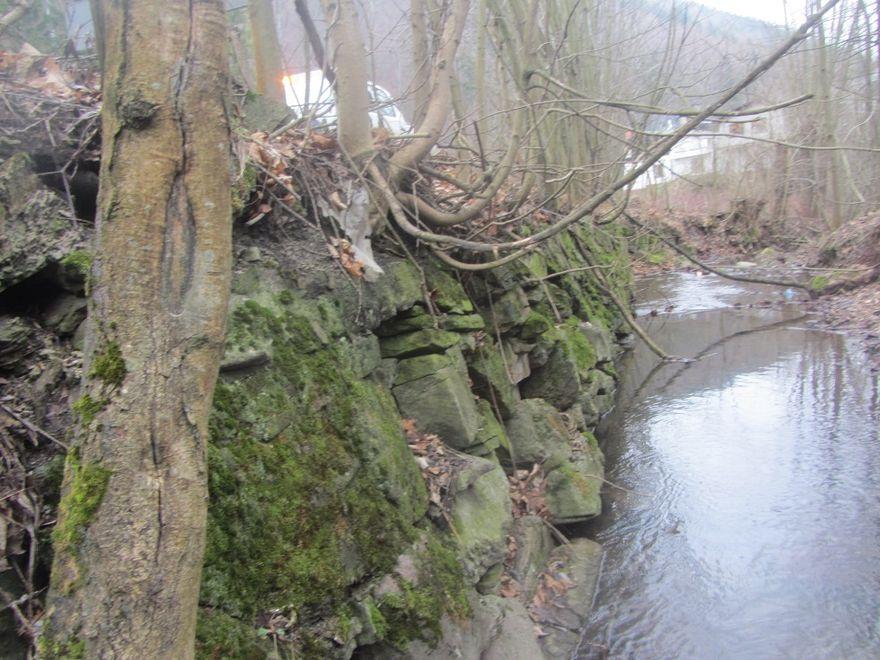 powiat wałbrzyski: Mur do remontu