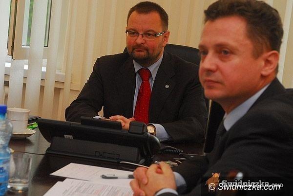 powiat świdnicki: Jeszcze więcej oszczędności na drogach