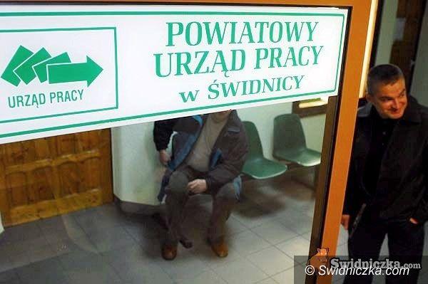 powiat świdnicki: Długi weekend pośredniaka