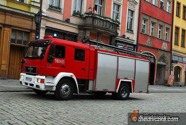 powiat świdnicki: Olej, garnek i podpalone auto