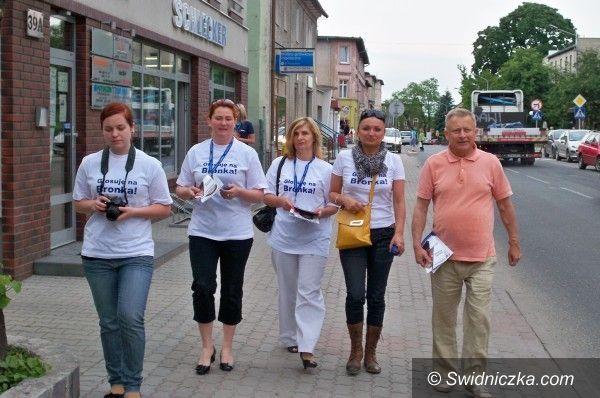 Żarów/Świebodzice: Błękitny autobus w Żarowie i Świebodzicach