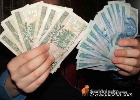 Świebodzice: Dwóch świebodziczan wyłudzało kasę od przedsiębiorców
