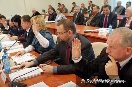Świdnica: Zmiany w pogotowiu i w szpitalu oraz wiele o drogach – dziś sesja w powiecie