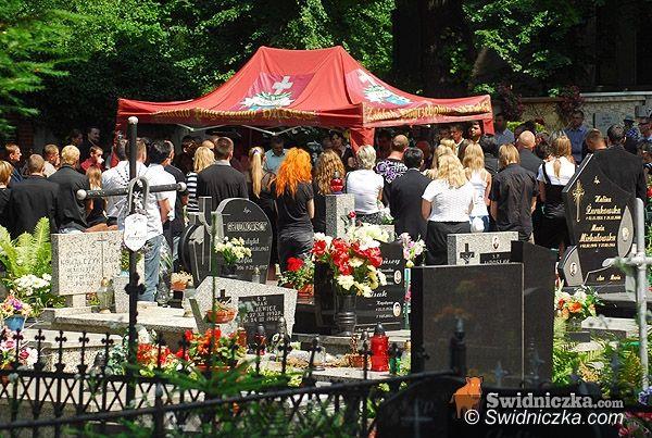 Świebodzice: Motocyklowa rodzina pożegnała Mirka