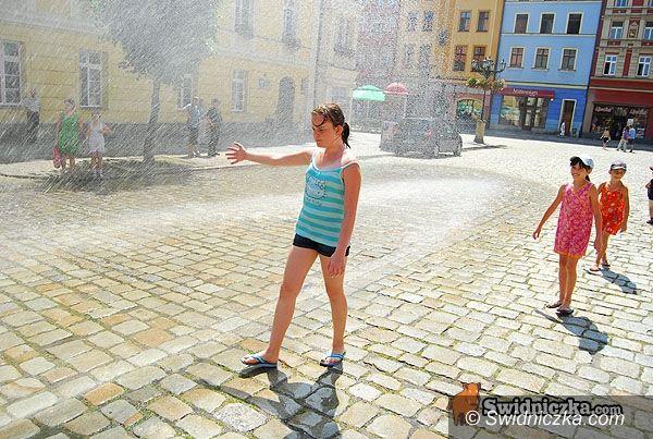 Świdnica: Woda dla ochłody na dwie kurtyny