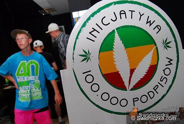 Świdnica: Zbierają podpisy za zniesieniem kar za posiadanie marihuany