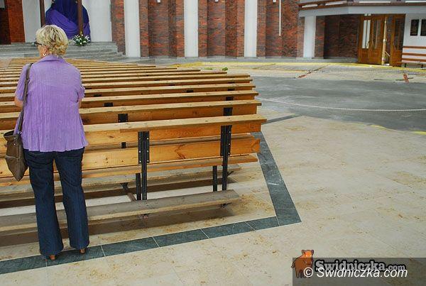 Świdnica: Posadzka za datki wiernych