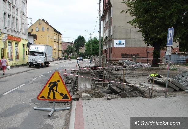 Żarów: Remont chodnika przy Mickiewicza, część druga