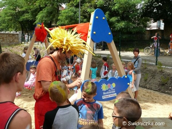Strzegom: Plac Zabaw Muszkieterów otwarty przy udziale słoneczek