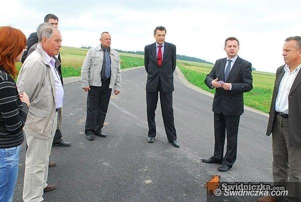 powiat świdnicki: Kilometr na trasie Siedlimowice/Gołaszyce wyremontowany