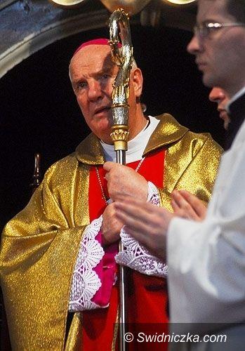 diecezja świdnicka: Biskup zaprasza na 30 rocznicę koronacji figurki Matki Bożej Królowej Rodzin w Wambierzycach