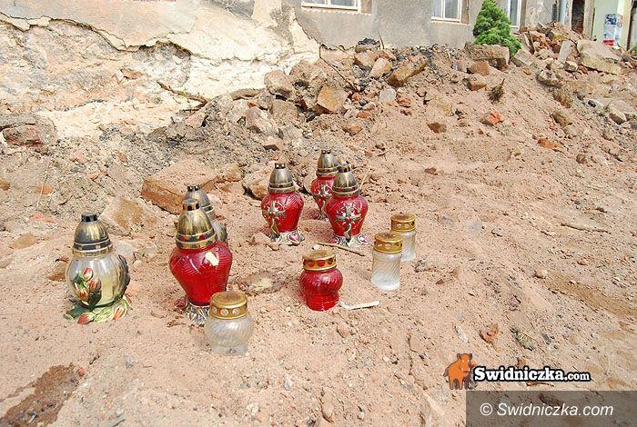 Świdnica: Znicze na miejscu tragedii w Słotwinie