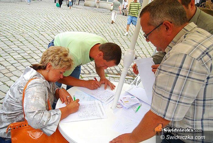 Świdnica: Świdniccy radni zbierają podpisy