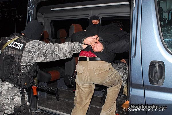 powiat świdnicki: Próbowali wymusić haracz od prostytutki i porwali jej konkubenta