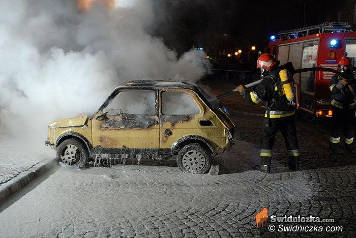 Strzegom/Świdnica: Samochody w ogniu