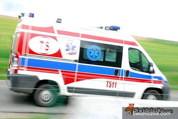 powiat świdnicki: Deszcz pada, samochody wpadają do rowów