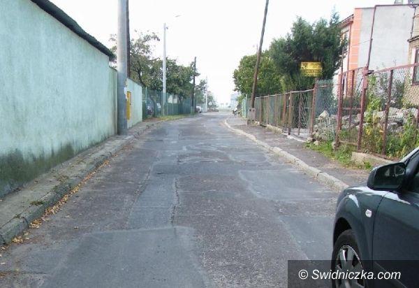 Świebodzice: Zielona z betonu asfaltowego