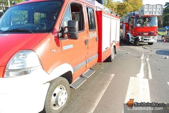Świdnica: A jednak: uszkodzony podczas kolizji wóz z drabiną nie wyjedzie do pożaru!