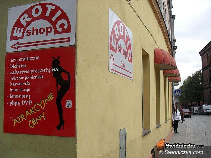 Świdnica: Śledztwo w sprawie pornografii na wystawach świdnickich sex shopów umorzone