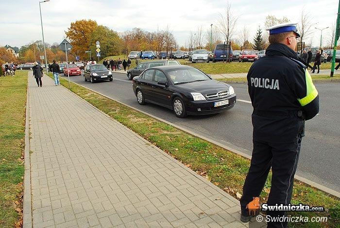 powiat świdnicki: Na drogach spokojnie, gorzej obok dróg – na ul. Bobrzańskiej mężczyzna został ugodzony nożem