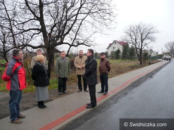 Burkatów: Dwieście trzydzieści metrów nowego chodnika w Burkatowie