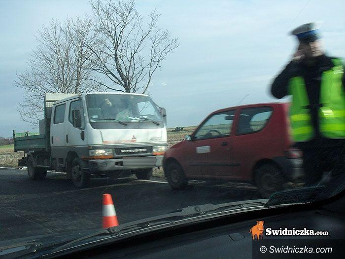 powiat świdnicki/Wojnarowice: Groźny wypadek na K35 – helikopter ratował rannego; dwie kolizje w naszym powiecie