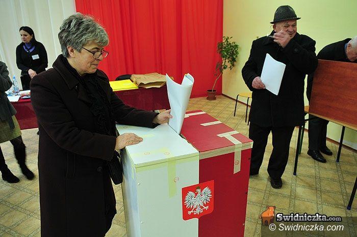 powiat świdnicki: Wybory samorządowe trwają, wyborcy na wsiach głosują chętniej