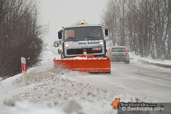 powiat świdnicki: Zasypało drogi w powiecie [aktualizacja z południa]