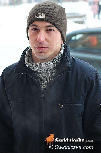 Świdnica: Auto kontra śnieg i lód