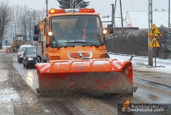 powiat świdnicki: Śniegowe utrudnienia na drogach powiatowych