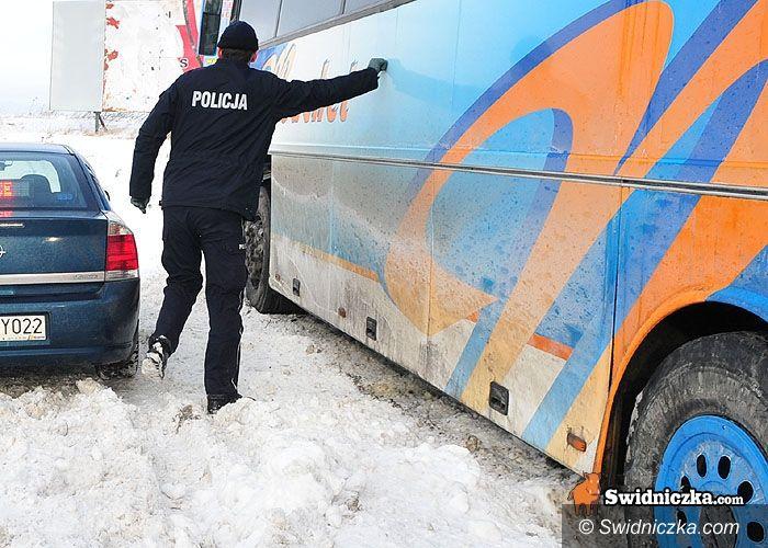 Nowice/Piotrowice Świdnickie: Autobus z dziećmi w rowie