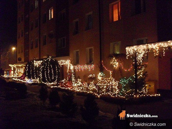 Świdnica: Przy ul. Kozara Słobódzkiego można podziwiać najpiękniejsze dekoracje