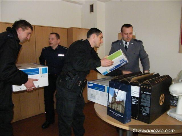 Świebodzice: Laptopy dla świebodzickich funkcjonariuszy