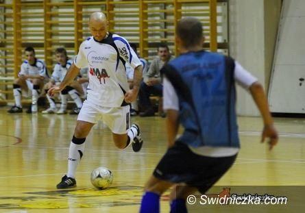 Świdnica: Pewne zwycięstwo FC Żubrów