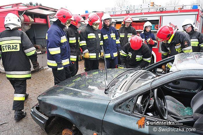 Świdnica: Strażacy pocięli auta na fragmenty