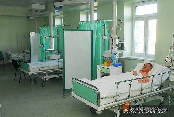 Świdnica: Szpital przyjmuje nawet w niezakontraktowanych poradniach, NFZ rozpatrzy sprawy przychodni i dentystów