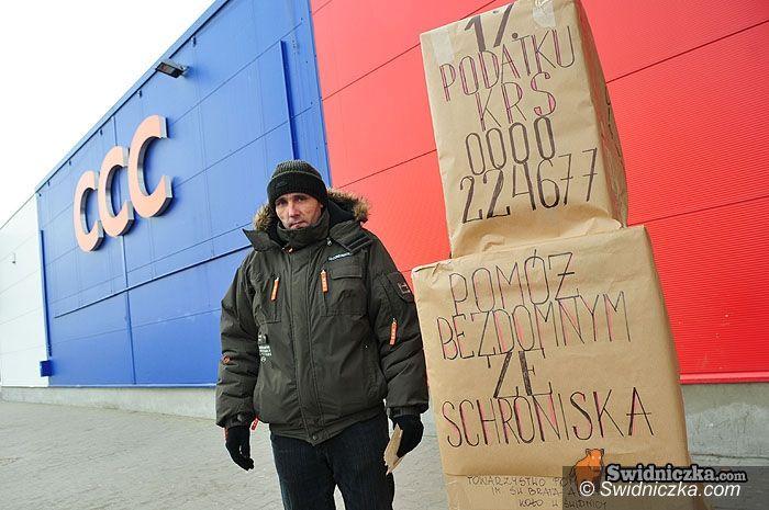 Świdnica: Kartonowe domy bezdomnych na ulicach Świdnicy
