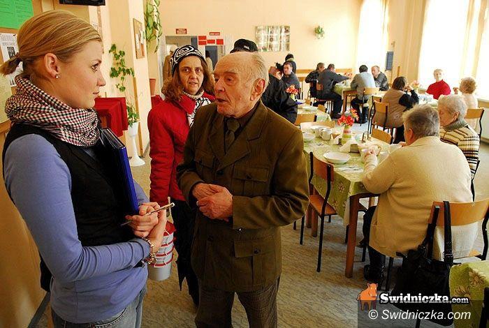 Świdnica: Tydzień darmowych porad trwa – u seniorów gościł dzielnicowy