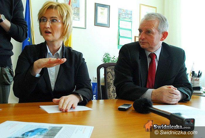 powiat świdnicki: Specjalna konferencja w sprawie kolizji włodarzy powiatu