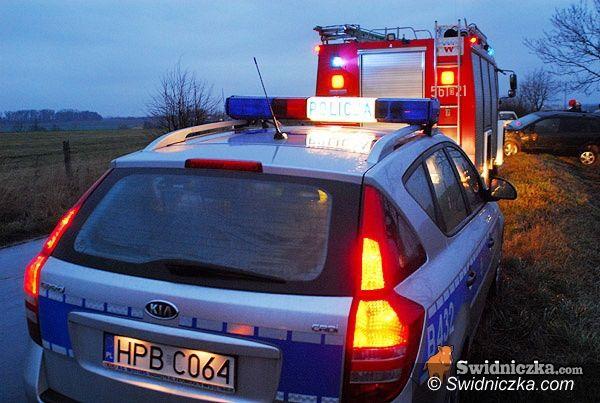 Mielęcin: Renault i skoda w rowie, cztery osoby w szpitalu