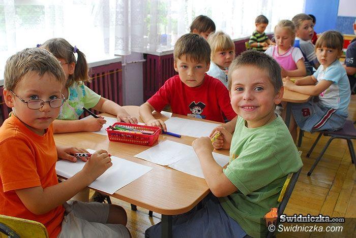 Świdnica: Pięciolatki w szkolnych ławach