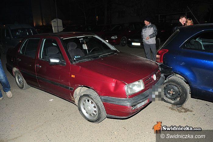 Świdnica: Parkingowa kraksa z agresywną młodą kobietą