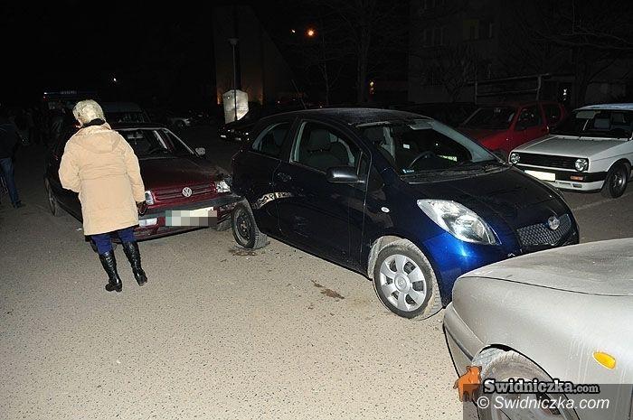 """Świdnica: Siedemnastolatka """"pożyczyła"""" auto i roztrzaskała je na czterech innych"""