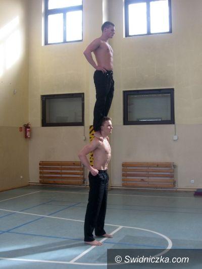 Świdnica: Ewolucje powietrzne dla uczniów SP 105