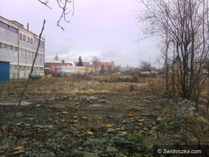 Świdnica: Ruch na placu budowy – tu, gdzie miał powstać Lidl