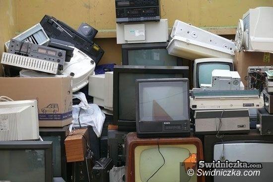 Świebodzice: Dziurawa kanapa, zepsuty telewizor i pralka z poprzedniej epoki – oddaj, nie wyrzucaj