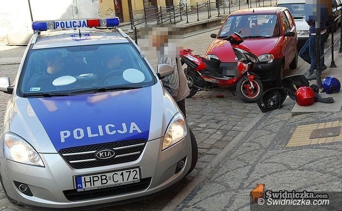 Świdnica: Nieletni wjechał w zaparkowane seicento